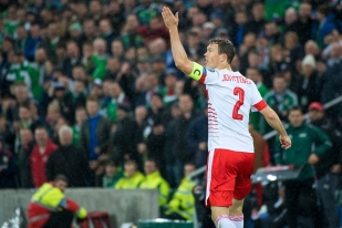 Capitaine de la Suisse, Stephan Lichtsteiner a mené les siens vers la victoire à Belfast. © leMultimedia.info / Oreste Di Cristino