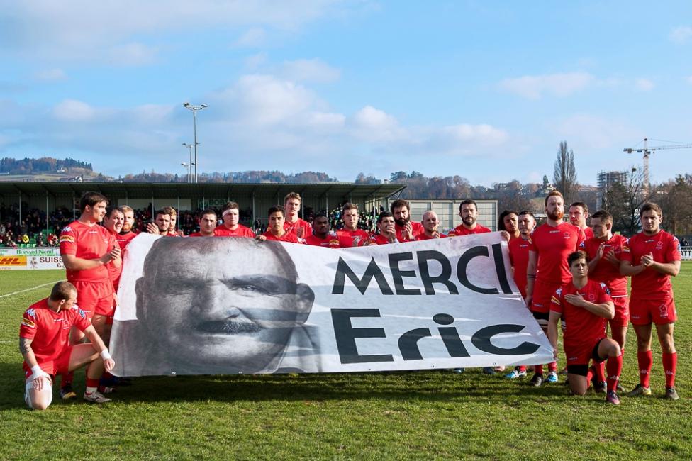 Hommage vibrant au regretté Eric Melville, entraîneur-adjoint de l'Équipe de Suisse décédé l'été dernier. © leMultimedia.info / Oreste Di Cristino