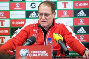 Claudio Sulser, délégué des équipes nationales à l'ASF lors de sa conférence de presse au Windsor Park de Belfast. © leMultimedia.info / Oreste Di Cristino