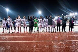 Le FC Bâle rend hommage à son kop de supporters ayant fait le déplacement jusqu'au Stade de la Pontaise. © leMultimedia.info / Oreste Di Cristino