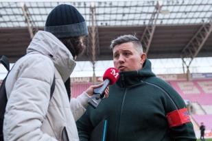 L'entraîneur principal du Servette Rugby Club Gabriel Lignières en interview au terme de la rencontre. © leMultimedia.info / Oreste Di Cristino.