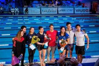 Le plateau des vainqueurs, dont Niels Liess (en rouge, au milieu) et Katinka Hosszu (à gauche). © leMultimedia.info / Oreste Di Cristino