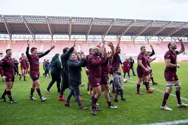 Le Servette Rugby Club salue le public fourni de La Praille pour telles circonstances (1'300 spectateurs). © leMultimedia.info / Oreste Di Cristino