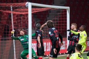Le capitaine du FC Aarau, Patrick Rossini ouvre les marques à la Maladière à la 8e minute de jeu. © leMultimedia.info / Oreste Di Cristino