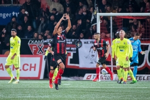 La joie du latéral droit Mike Gomes, à son deuxième but de la saison avec Neuchâtel Xamax FCS. © leMultimedia.info / Oreste Di Cristino