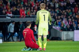 Le Portugal a aussi été efficacement barré par le gardien du FC Barcelone Jasper Cillessen, auteur d'une somptueuse rencontre. © leMultimedia.info / Oreste Di Cristino