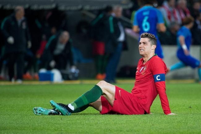 Cristiano Ronaldo n'a pas trouvé sa place sur la pelouse de la Praille. Muselé par une défense compacte, le top player du Real Madrid n'a pas tiré une seule fois au but dans le courant de la première période. © leMultimedia.info / Oreste Di Cristino