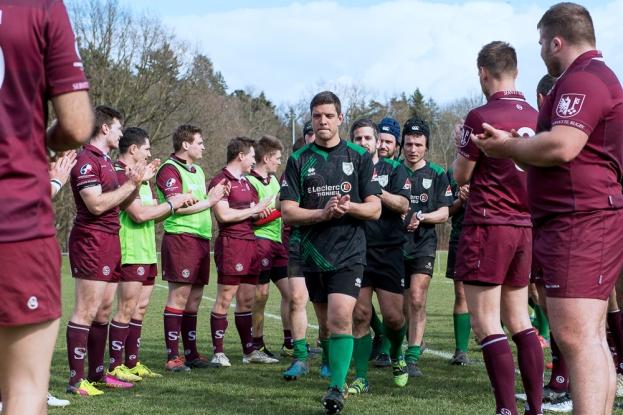 La haie d'honneur au terme de la rencontre entre le Servette Rugby Club et Pont-de-Cheruy (95-0). © leMultimedia.info / Oreste Di Cristino