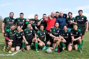 La photo de groupe - en fin de match – de l'équipe de Pont-de-Cheruy Rugby au centre sportif de Vessy à Genève. © leMultimedia.info / Oreste Di Cristino