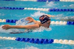 Toujours sur 400m 4 nages, c'est la jeune Salomé Demace (2e), qui a suivi la lancée de Desplanches. © leMultimedia.info / Oreste Di Cristino