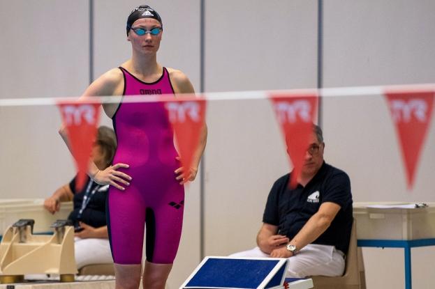 La nageuse du Lancy natation, Noémi Girardet (hors de la photo) a pris la troisième place du 100m nage libre mais n'a rien pu faire face à la performance de Nina Kost, vainqueur. © leMultimedia.info / Oreste Di Cristino