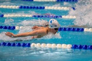 La grande dame de ces championnats, Lisa Mamié, avec déjà deux titres et un record de suisse la veille sur 100m brasse. © leMultimedia.info / Oreste Di Cristino