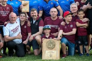 Petits et grands ensemble pour fêter le titre et la promotion du Servette Rugby Club. © leMultimedia.info / Oreste Di Cristino