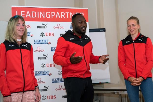 Les trois athlètes présents à Zofingue lors de la conférence de presse printanière de Swiss Athletics. De gauche à droite: Martina Strähl (marathonienne), Alex Wilson (sprinteur) et Géraldine Ruckstuhl (heptatlonienne). © leMultimedia.info / Oreste Di Cristino