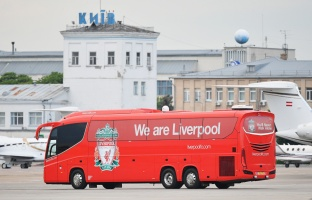 KIEV, UKRAINE - MAY 24: The Liverpool team bus departs IEV Airport ahead of the UEFA Champions League Final on May 24, 2018 in Kiev, Ukraine. (Photo by UEFA/UEFA via Getty Images)