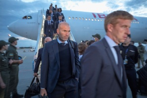 KIEV, UKRAINE - MAY 24: Real Madrid coach Zinedine Zidane arrives ahead of the UEFA Champions League Final at KBP Airport on May 24, 2018 in Kiev, Ukraine. (Photo by UEFA/UEFA via Getty Images)