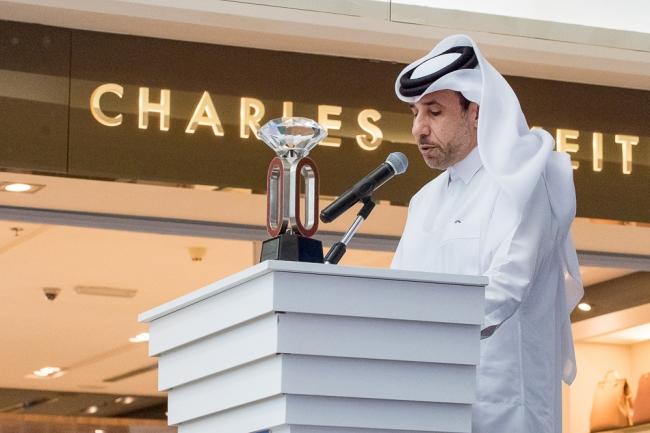 Dr. Thani Abdulrahman Al Kuwari, Président de la Fédération d'Athlétisme du Qatar accueille la presse et le public lors de la conférence de presse officielle du meeting de Doha. © leMultimedia.info / Oreste Di Cristino