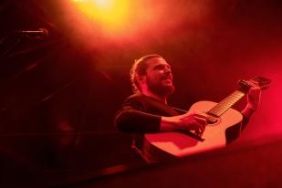 Thierry Jaccard: « Dans toutes les musiques, il y a de la spiritualité, de la force. Cela dépend vraiment de comment le musicien présente son travail. Ce n'est pas que le blues qui amène cela. Il y a le punk, avec sa force politique et spirituelle, derrière le reggae aussi. » © leMultimedia.info / Oreste Di Cristino