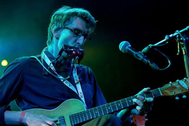 Thomas Ford a d'abord appris à jouer de l'harmonica, puis – longtemps plus tard – la guitare. © leMultimedia.info / Oreste Di Cristino