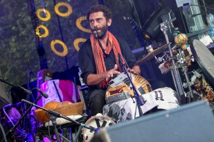 Cela ne fait qu'une année qu'il s'est associé avec Robin Vassy, qui a collaboré avec plusieurs groupes iraniens dans le passé. © leMultimedia.info / Oreste Di Cristino