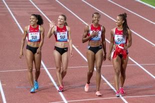 """En fin de soirée, l'Équipe de Suisse du relai a battu le précédent record national (qui est aussi le record du meeting) établi lors de la dernière édition du meeting Athletissima de Lausanne. Ajla Del Ponte, Salomé Kora, Sarah Atcho et Mujinga Kambundji ont amélioté de 21 centièmes leur marque (de 42""""50 à 42""""29). © leMultimedia.info / Oreste Di Cristino"""