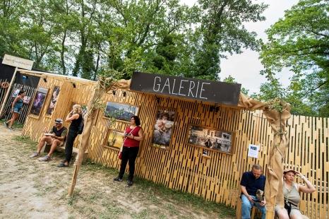 La Galerie de la Ruche où sont exposées les photos de plusieurs photographes amateurs. © leMultimedia.info / Oreste Di Cristino [Nyon]