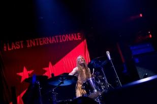 À la batterie, pas de signe de Brad Wilk mais le nordique Andreas Brobjer à la longue chevelure blonde, tout à fait honorable. © leMultimedia.info / Oreste Di Cristino
