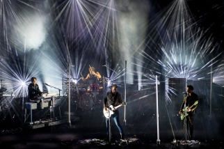 Le spectacle est grandiose : mention spéciale à Jon Theodore, livrant un puissant solo de batterie. © leMultimedia.info / Oreste Di Cristino