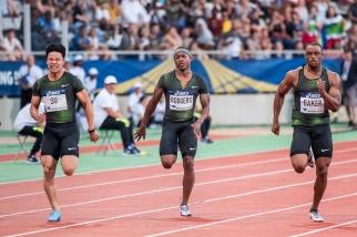 """Michael Rodgers (au centre) et Ronnie Baker (à droite) au finish des 100 mètres du Meeting de Paris le 30 juin dernier. Le sprinteur de Louisville a remporté la course en 9""""88, son PB. © leMultimedia.info / Oreste Di Cristino [Paris]"""