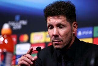 Diego Simeone, entraîneur encore suspendu de l'Atlético de Madrid savoure sa première victoire dans une finale européenne face aux rivaux du Real Madrid. Pour lui, la saison peut bien débuter. © Joosep Martinson - UEFA/Getty Images