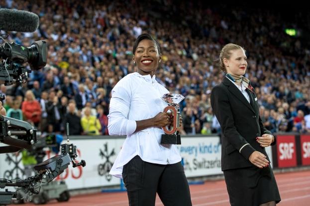 Murielle Ahouré a remporté sa première Diamond League jeudi soir à Zürich. Une première pour elle et pour son entier continent sur le sprint féminin. Elle affiche un sourire de conséquence au moment de recevoir son prix. © leMultimedia.info / Oreste Di Cristino [Zürich]