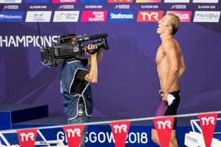 """Jérémy Desplanches, au terme de ses quatre traversées, ressort du bassin sous une nouvelle """"veste"""", celle de champion d'Europe ! © leMultimedia.info / Oreste Di Cristino [Glasgow]"""