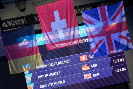 Le drapeau suisse flotte fièrement sur la piscine du Tollcross à Glasgow. © leMultimedia.info / Oreste Di Cristino [Glasgow]