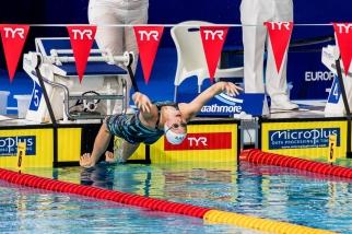 """Bonne nouvelle pour Nina Kost. La nageuse suisse s'est illustrée en début de matinée. Sur le 100m dos, Nina Kost a abaissé son temps de deux dixièmes pour passer pour la première fois de sa carrière sous les 1'02""""00 et ainsi battre son record de Suisse sur la distance, l'abaissant dans un temps de 1'01""""85.© leMultimedia.info / Oreste Di Cristino [Glasgow]"""