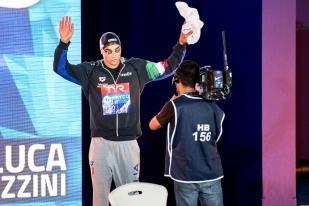 """Luca Pizzini est heureux. Frais médaillé de bronze ce lundi après-midi sur les 200 mètres brasse (2'08""""54), le Véronais de 29 ans touche au meilleur de sa carrière ces derniers mois. © leMultimedia.info / Oreste Di Cristino [Glasgow]"""