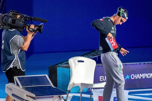 Simona Quadarella sur la plateforme de départ. Elle annonçait tenter son possible pour un podium; elle a eu l'or. © leMultimedia.info / Oreste Di Cristino [Glasgow]
