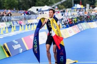 Dorian Coninx a levé la banderolle d'arrivée après 1h15'07 d'épreuve. © leMultimedia.info / Oreste Di Cristino [Strathclyde]