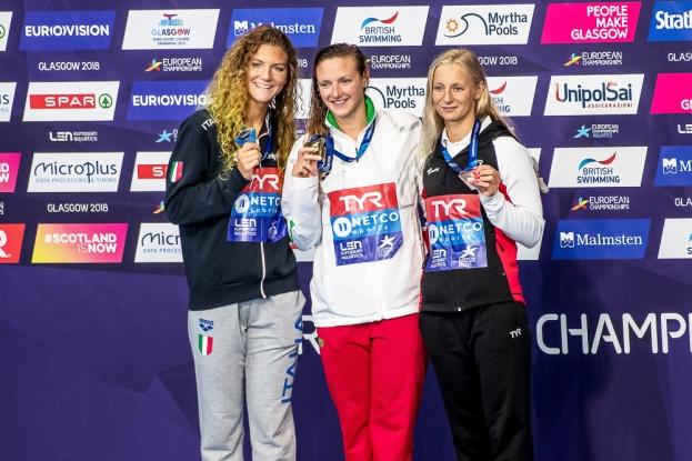 Katinka Hosszú (au centre, en or), Ilaria Cusinato (à gauche, en argent) et Maria Ugolkova (à droite, en bronze) sont les trois lauréates de l'épreuve du 200 mètres quatre nage européen à Glasgow. © leMultimedia.info / Oreste Di Cristino [Glasgow]