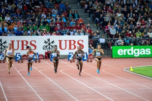 """La course a été des plus rapides; de droite à gauche, la Suissesse Mujinga Kambundji (4e, 11""""14), Murielle Ahouré (1e, 11""""01), Dina Asher-Smith (2e, 11""""08), Marie-Josée Ta Lou (3e, 11""""10) et Dafne Schippers (5e, 11""""15). © leMultimedia.info / Oreste Di Cristino [Zürich]"""