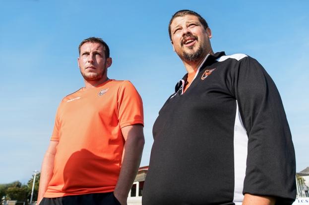 Maxime Buttet (à gauche) et Johann Locatelli ont mené la toute première équipe féminine du rugby avusien dans les rangs de la nouvelle LNF-B. L'apprentissage sera une affaire de long terme. © leMultimedia.info / Oreste Di Cristino [Avusy]