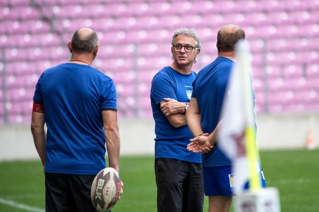 Denis Perrier (au centre sur l'image) n'est pas mécontent d'une rencontre qui a vu son équipe de Montrevel-en-Bresse rivaliser toute une première mi-temps face au Servette Rugby Club. © leMultimedia.info / Oreste Di Cristino [Genève]