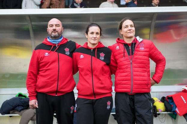 L'équipe managériale de l'Équipe de Suisse féminine de rugby. De gauche à droite, Emmanuel Revert (coach), la Lausannoise Aurélie Lemouzy (manager) et Claire Pagnot (coach assistante). © leMultimedia.info / Oreste Di Cristino [Yverdon-les-Bains]