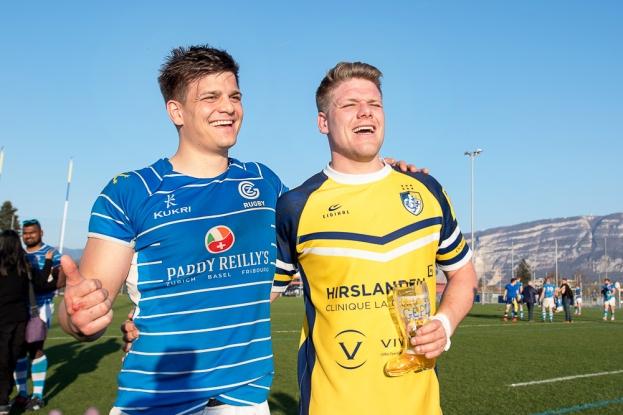 « Le rugby est un sport de famille; nous ne sommes jamais star de notre équipe », Sylvain Hirsch (27 ans, à gauche), aux côtés de son frère Gaëtan (24 ans). © leMultimedia.info / Oreste Di Cristino [Plan-les-Ouates]