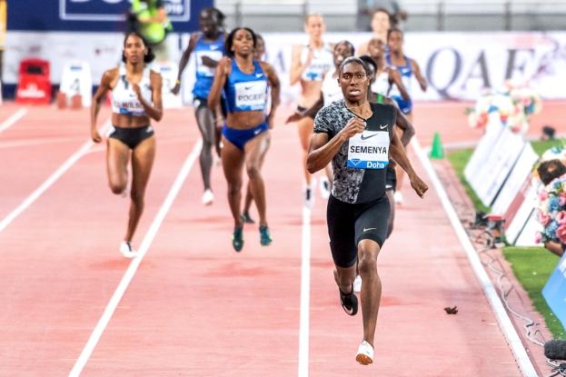Caster Semenya l'assure; elle reviendra à Doha pour les Championnats du Monde, tout comme Francine Niyonsaba, à sa gauche: « Je reviendrai défendre mon titre mondial en octobre, parce que c'est mon objectif principal à cette heure. » © leMultimedia.info / Oreste Di Cristino [Doha]