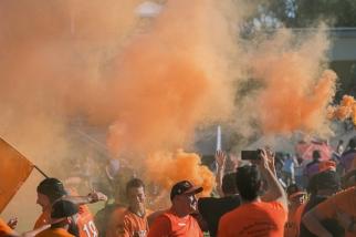 """L'envie, tout ce qui fait l'étalage du rugby aux Athénaz cette saison, tant chez le filles que chez les garçons. Il y a, il est vrai, de la volonté auprès des """"oranges"""", une détermination sagace et profonde qui tend à faire la différence. © leMultimedia.info / Oreste Di Cristino [Lausanne]"""