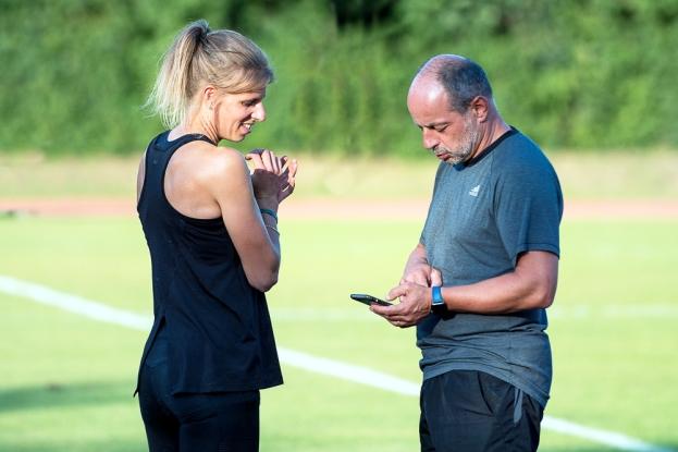 Michèle Garlinski en pleine séance d'entraînement auprès de son entraîneur Walter Zecca (à droite). © leMultimedia.info / Oreste Di Cristino [Bernex]