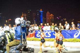 Le cadre du marathon nocturne de Doha est-il à même de compenser l'irritation de quelques athlètes et professionnels du sport ? © leMultimedia.info / Oreste Di Cristino [Doha]