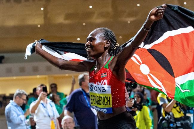 Ruth Chepng'etich, nouvelle championne du monde du marathon, est une adepte du teamworking avec les athlètes de sa Fédération. © leMultimedia.info / Oreste Di Cristino [Doha]