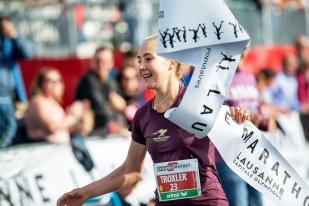 Simone Troxler a surtout appris à courir avec des attentes de plus en plus précises et en vue de compétitions de (toujours) plus grande envergure. Si bien que le 15 novembre prochain, elle sera alignée lors des 35e championnats du monde de course de montagne qui auront lieu à Villa La Angostura en Patagonie argentine, à 42km de marche de la frontière naturelle avec le Chili. Elle y retrouvera notamment la Lausannoise Maude Mathys qui a concentré l'essentiel de sa préparation estivale pour l'événement, dont elle est triple championne d'Europe et quintuple championne de Suisse. © leMultimedia.info / Oreste Di Cristino [Lausanne]