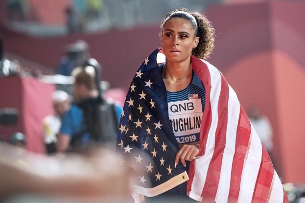 """Sydney McLaughlin (médaillée d'argent) est précoce; plus jeune athlète américaine qualifiée pour les Jeux Olympiques depuis 1972, elle a aussi été la plus rapide dans ses différentes catégories d'âge, de ses 14 ans jusqu'au record du monde U20 (52""""75). © leMultimedia.info / Oreste Di Cristino [Doha]"""